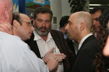 מנכל משרד התשתיות בשיחה  עם היזמים הסולארים - צילום:יניב פילדסט