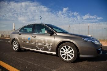 מכונית חשמלית של בטר פלייס, לא תתחבר לרשת של rwe - צילום: שי אפשטיין