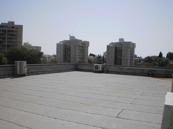 עיריית רחובות - גג של מועדון נוער - צילום: גרינגו