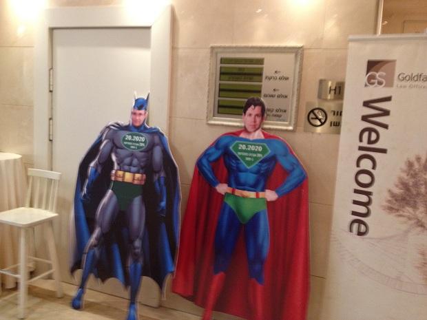 באטמן וסופרמן בועידת האנרגיה היום