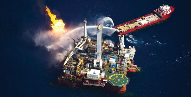 אסדת הקידוח דיפווטר הוריזן שהתפוצצה במפרץ מקסיקו -  צילום: דניאל בלטרה, באדיבות גרינפיס