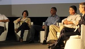 """מימין לשמאל: גדעון פרידמן, ד""""ר אילן צדיקוב, יובל זהר ועידית בן בסט. כנס ביוגז 2014. צילום: תומר קזיניץ"""