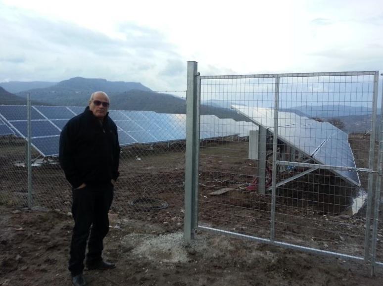 אילן אהרון בשדה סולארי בלסבוס