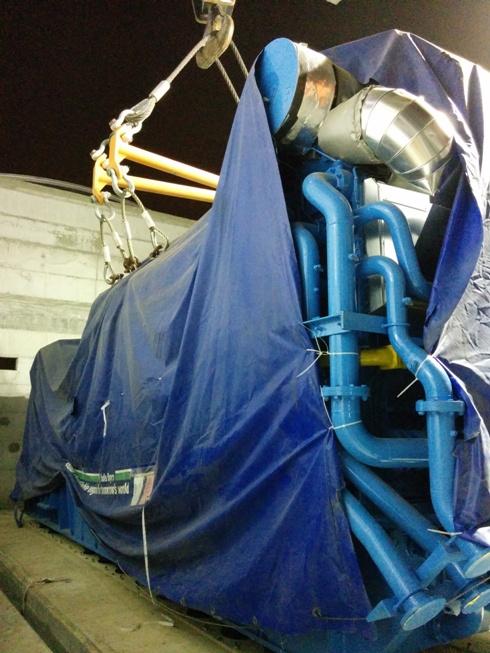 הכנסת מנוע הגז למפעל שניב על ידי טלמניע. קרדיט: טלמניע