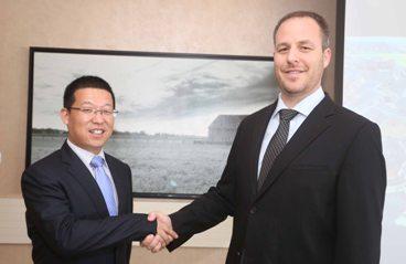 """מימין: דני דנן- מנכ""""ל אנרפוינט ישראל, סמואל ז'אנג- מנהל מכירות בעולם סאנטק. כנס הלקוחות של חברת סאנטק ואנרפוינט ישראל"""