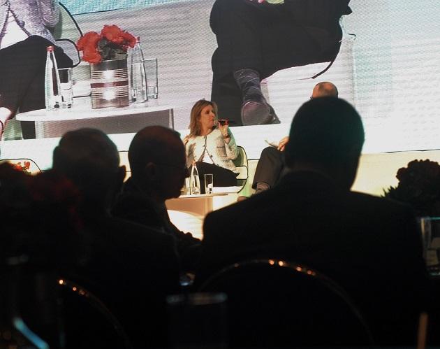 דיוויד גילה וברקע נואמת אורנה הוזמן בכור. כנס הוועידה הלאומית ה-7 לאנרגיה. צילום: אדיר פטל, תשתיות