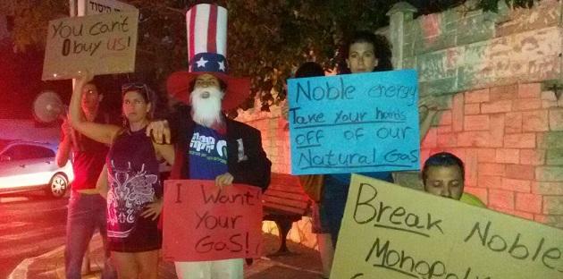 """הפגנה מול בית שגריר ארה""""ב בישראל. צילום: עדי פלג, מטה מאבק הגז"""