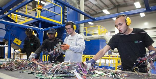 מיחזור פסולת אלקטרונית במפעל אולטרייד. צילום: קובי תשובה