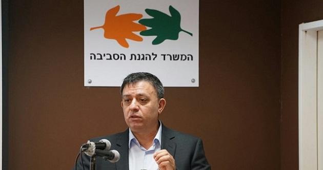 השר גבאי פותח את מסיבת העיתונאים בחיפה. צילום: ערן גילווארג