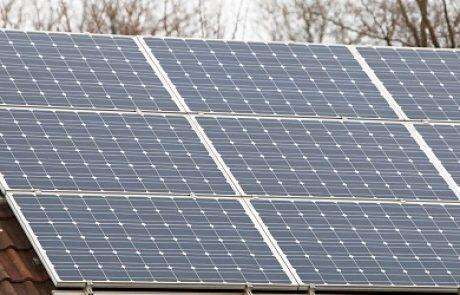 שר הפנים חתם על תקנות המאפשרות הקמת מתקנים סולאריים על גגות במסלול רישוי מקוצר