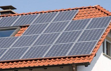 פרשת חברת החשמל והאישורים הסולאריים מסתבכת: איך המכסות עלו?