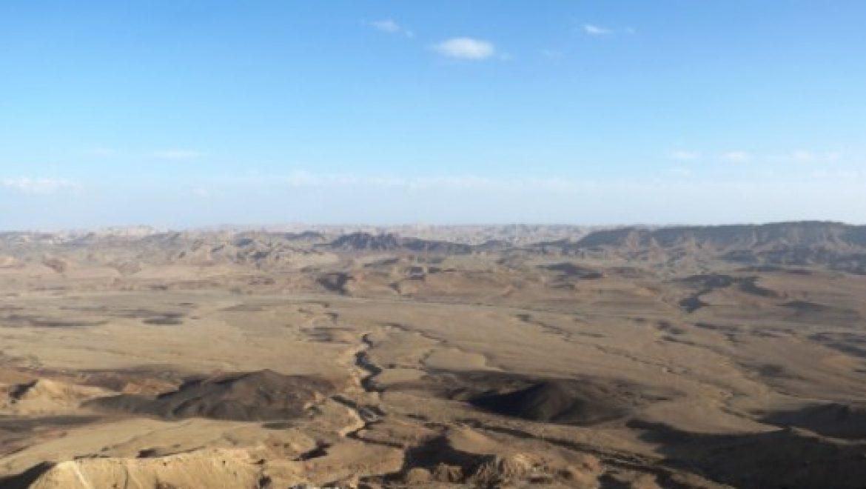 אחרי 10 שנים של מאבקים: קו החשמל הסולארי במצפה רמון יוטמן בקרקע
