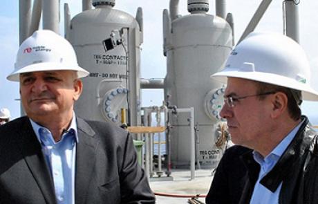 החרפת המאבק: קמפיין ציבורי משווה את יצחק תשובה לשר האנרגיה