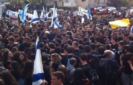 כ-1,500 תושבי עמק חפר חוסמים את רחוב הפסגה בירושלים