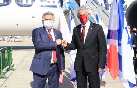 """שר הכלכלה והתעשייה, עמיר פרץ, קיבל בשדה התעופה את מקבילו שר התמ""""ת של בחריין, זייד בן רשיד אלזייני"""