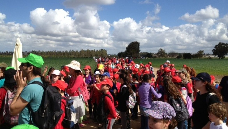 המאבק מתעצם: כ-5,000 צעדו כנגד הקמת מתקני הגז בעמק חפר