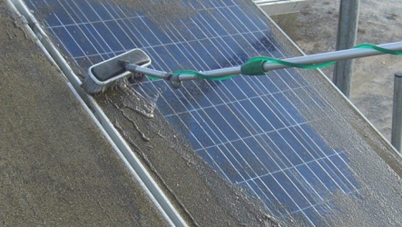 לשמור על האנרגיה – מדריך לניקוי ותחזוקת מערכות סולאריות