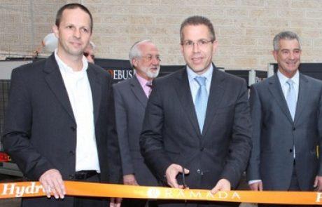 השר ארדן השיק מערכת משאבות חום של פבוס אנרגיה במלון רמדה בירושלים