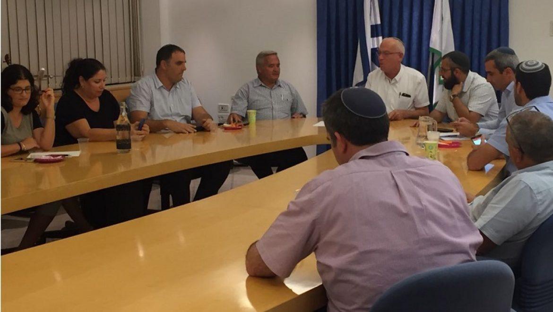 שר החקלאות חתם על תקנות המגבילות מעבר גזם למפחמות בשטחי הרשות הפלסטינית
