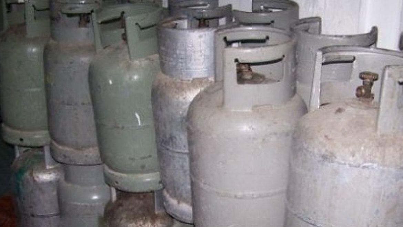 60 מיכלי גז נתפסו בפשיטה של משרד התשתיות על מחסן גז לא חוקי בעיר העתיקה בירושלים