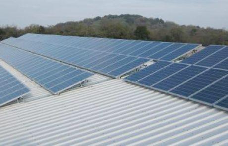 גרינטופס תקים 2 מערכות סולאריות בינוניות על גגות שניב מפעלי נייר