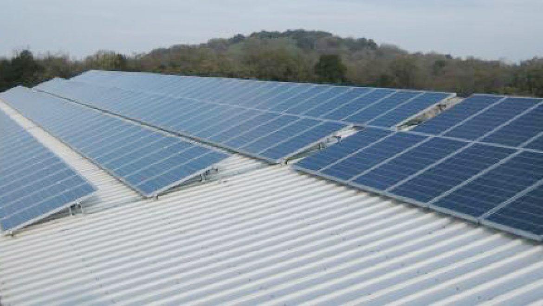 מה חשוב לבדוק לפני הקמת מתקן סולארי בישוב חקלאי?