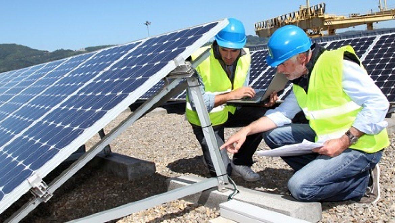 שר התשתיות חתם על 35 רישיונות להקמת מתקנים סולאריים בינוניים