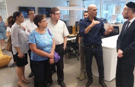 """יו""""ר ועדת המדע והטכנולוגיה """"רואה חשיבות גדולה בהכנסת התחבורה השיתופית הציבורית לישראל"""""""