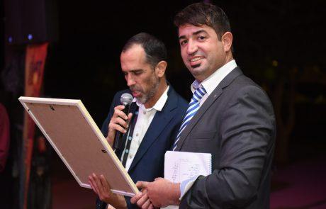 """אות הוקרה הוענק למנכ""""ל ומייסד פורטל תשתיות, ארנון מעוז בכנס אילת אילות 2016"""