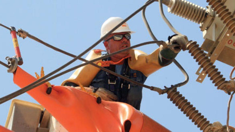 הממשלה מודה: תעריף החשמל לא יופחת גם ב-2015