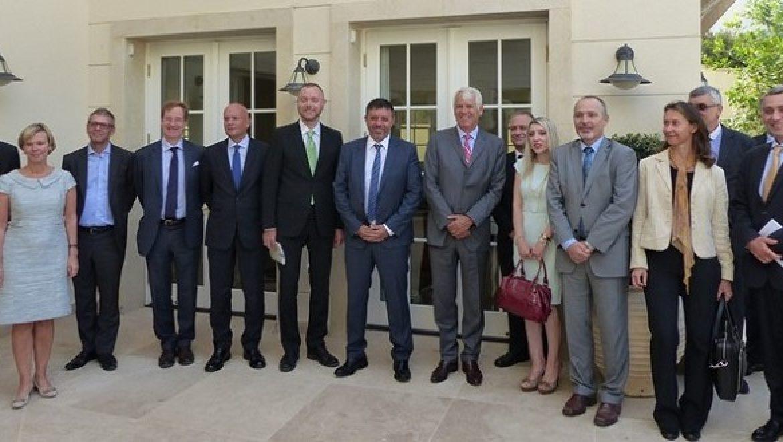 לקראת ועידת האקלים בפריז: השר להגנת הסביבה נפגש עם שגרירי האיחוד האירופי