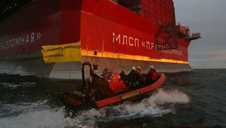 פעילי גרינפיס השתלטו על אסדת נפט של גזפרום בקוטב הצפוני