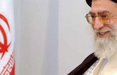 """חמינאי """"איראן חייבת להיגמל ממכירת משאבי הנפט"""""""