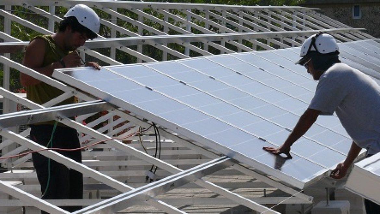 מערכות סולאריות על גגות מוסדות ציבור – בכפר סבא מתנגדים מחשש לקרינה