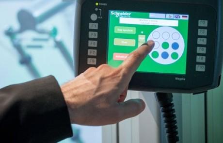 שניידר אלקטריק התקינה מערכות ניהול אנרגיה במשרדי בנק UBS ובחברת AVG