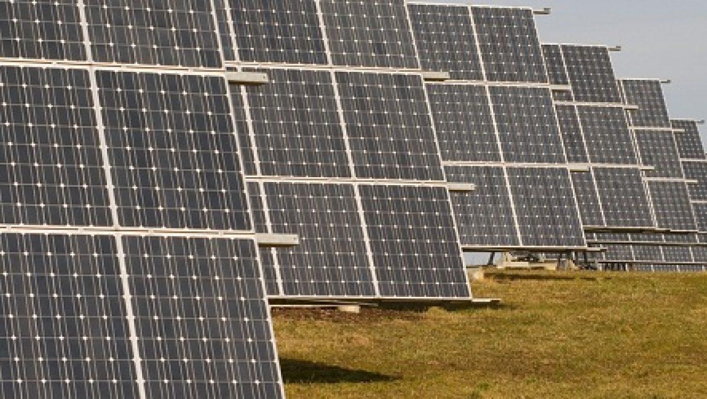 """עלייה חדה בתכנון מתקנים סולאריים גדולים בארה""""ב בעקבות ירידת מחירי הפאנלים"""