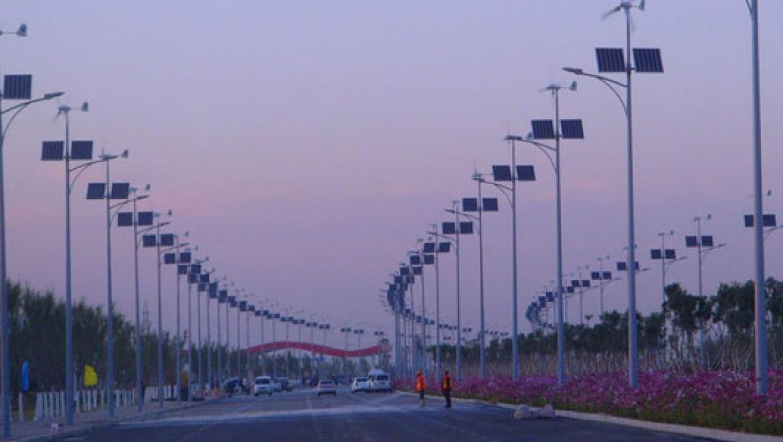 רחובות ירוקים: תאורת הרחוב שעובדת על אנרגיה סולארית ואנרגיית רוח