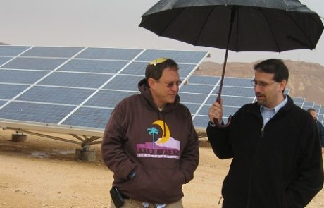 """שגריר ארה""""ב בישראל מקדם אנרגיה מתחדשת לקהילת הבדואים"""