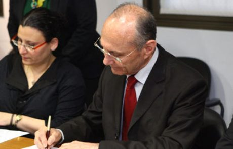 ראיון בלעדי: השר עוזי לנדאו במעמד חתימת חוזה אשלים הראשון