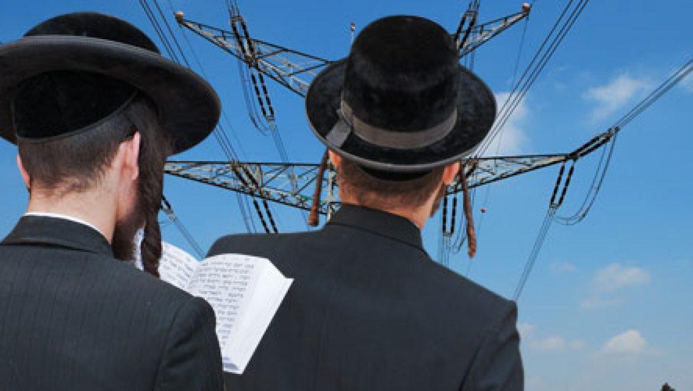 """שר האנרגיה והמים, עוזי לנדאו מושך את הצעת חוק """"החשמל כשר"""""""