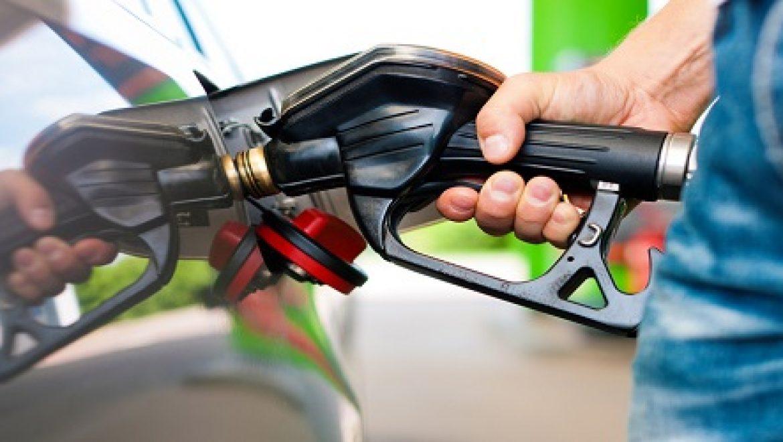 מחיר הדלק צפוי לרדת ב-7 עד 10 אגורות ביום שישי