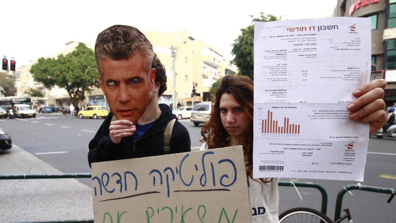 """במוצ""""ש: הפגנה ראשונה מול ביתו של לפיד כנגד ייצוא הגז"""