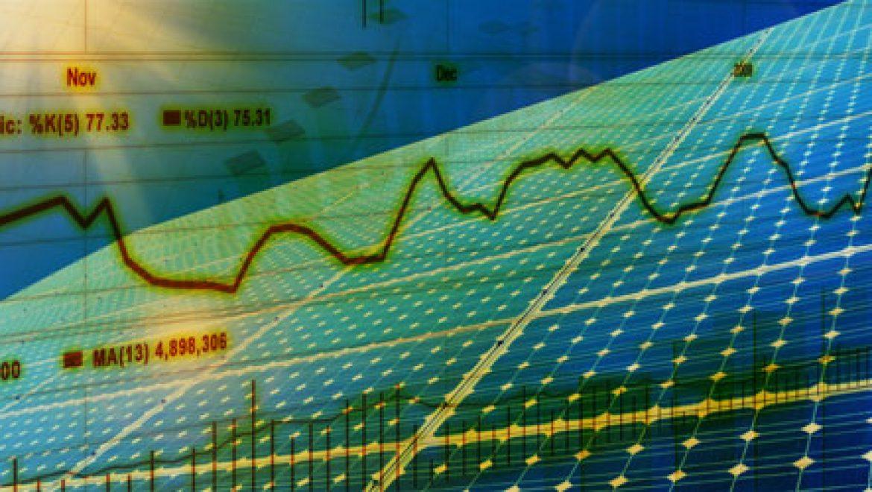 """דו""""ח בלומברג: עליה של 54% בייצור חשמל סולארי בעולם"""