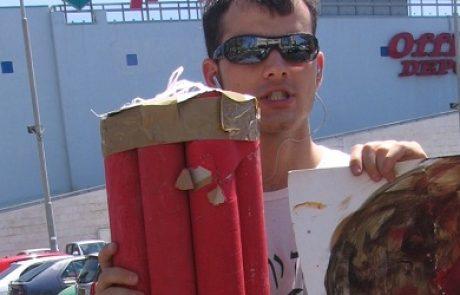 """פעילי """"מגמה ירוקה"""" יעניקו לחברי הכנסת """"פצצה מתקתקת"""" במחאה על הסכנה במפעלי מפרץ חיפה"""