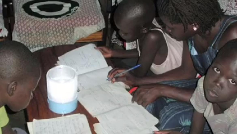 יינגלי סולאר עוזרת להאיר את בתי הספר של זמביה
