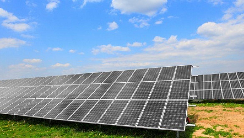 השר ארדן קורא לאישור מכסות סולאריות כמענה לבצורת החשמל