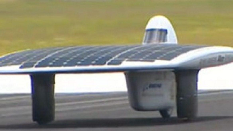 חדש באוסטרליה: מכונית סולארית שברה שיא גינס במהירות