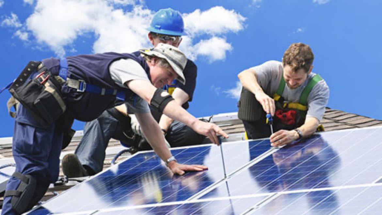 """איגוד התעשיות הסולאריות בארה""""ב: האנרגיה הסולארית לא מתומרצת יותר מהמזהמת"""