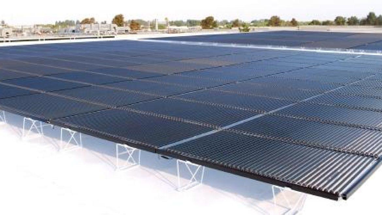 סולינדרה הציגה לראשונה בתערוכת Intersolar פאנלים סולאריים לקירוי חממות