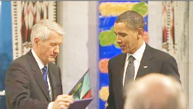 אובמה קיבל את פרס נובל לשלום באוסלו על פעילותו לפתרון משבר האקלים